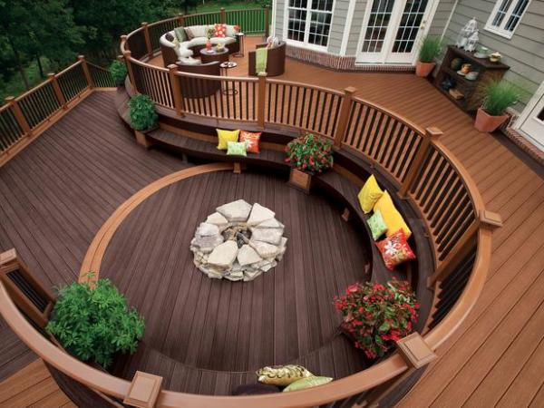 circular-deck-perfect-for-a-large-party