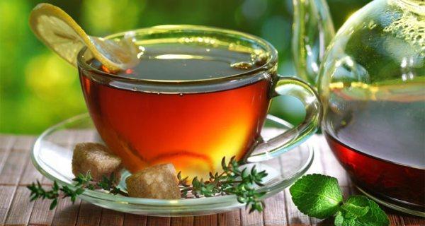italy-beverages-amaretto-tea
