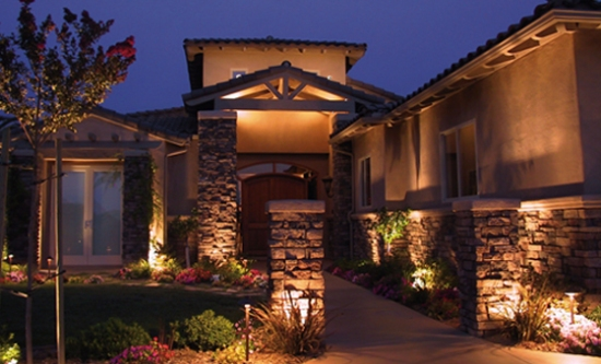 outdoor-lights-enhance-the-elegance-and-charm-of-your-house-560x340