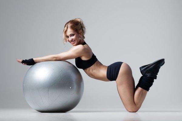 fitness_girl_by_enjaart-d791yq2
