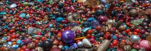 Costume_jewelry_Materials
